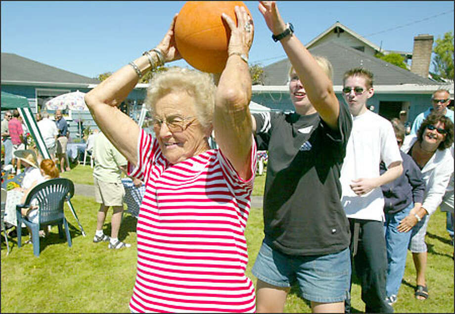 Mildred Newstrom plays a game of high-and-low yesterday at her annual Fourth of July party. Family and friends from around the world attend the celebration. Photo: David Bitton/Seattle Post-Intelligencer