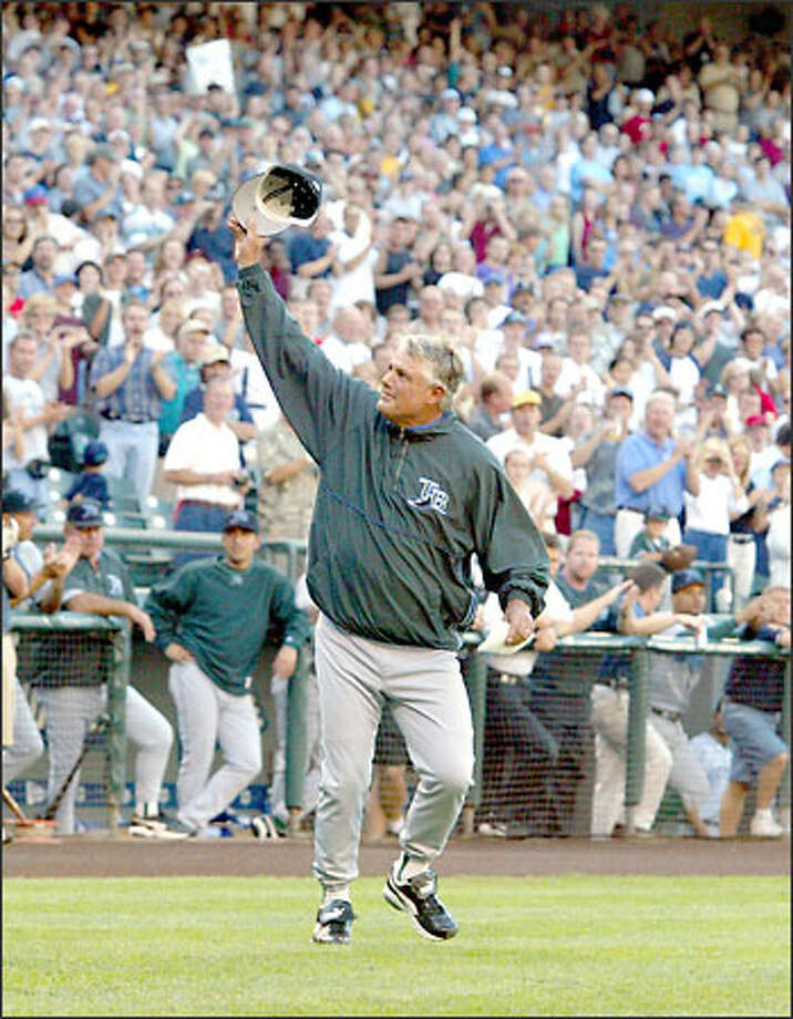 Tampa Bay Devil Rays manager Lou Piniella waves to the crowd at Safeco Field during his introduction at home plate prior to their game against the Seattle Mariners. Photo: David Bitton/Seattle Post-Intelligencer