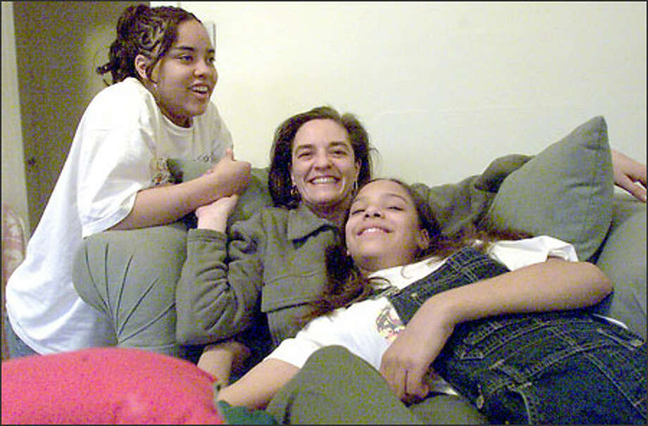 Shelley Newell and her two daughters, Leslie Williams, 12, right, and Whitney Williams, 15, struggled through homelessness after Newell lost her job. Photo: Loren Callahan/Seattle Post-Intelligencer