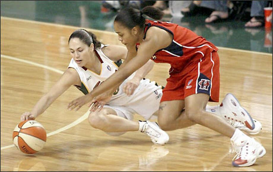 Sue Bird scrambles for the ball with Comet guard Ukari Figgs in the first half last night. Photo: Meryl Schenker/Seattle Post-Intelligencer