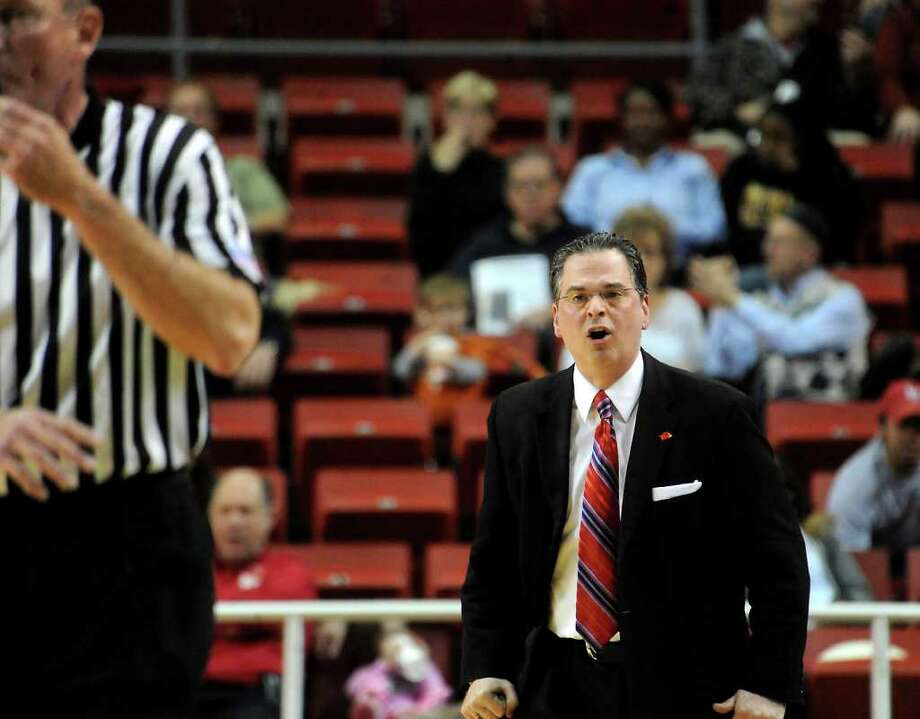 Lamar's Steve Roccaforte argues with the ref over a call during the game against Central Arkansas at the Montagne Center, Wednesday. Tammy McKinley/ The Enterprise Photo: TAMMY MCKINLEY / Beaumont