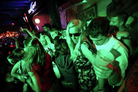 "Murray State University students Annika Ramcke, 21, and Les Mays, 22, dance at Louie's Backyard Sunday March 13, 2011 during ""Texas Week""  South Padre Island. Photo: EDWARD A. ORNELAS, Express-News / SAN ANTONIO EXPRESS-NEWS NFS"