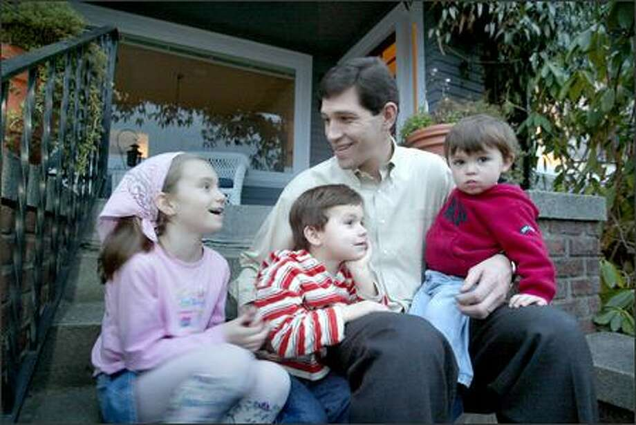 Mike Giomi, who played for Bobby Knight and Jim Valvano, with his kids, Lydia, Anthony, and Xavier. Photo: Scott Eklund/Seattle Post-Intelligencer