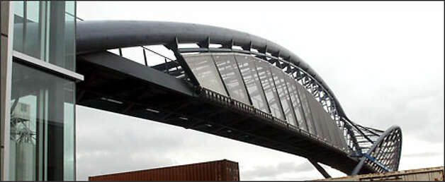 A side view of the new pedestrian bridge to Amgen's waterfront campus. Photo: Karen Ducey/Seattle Post-Intelligencer