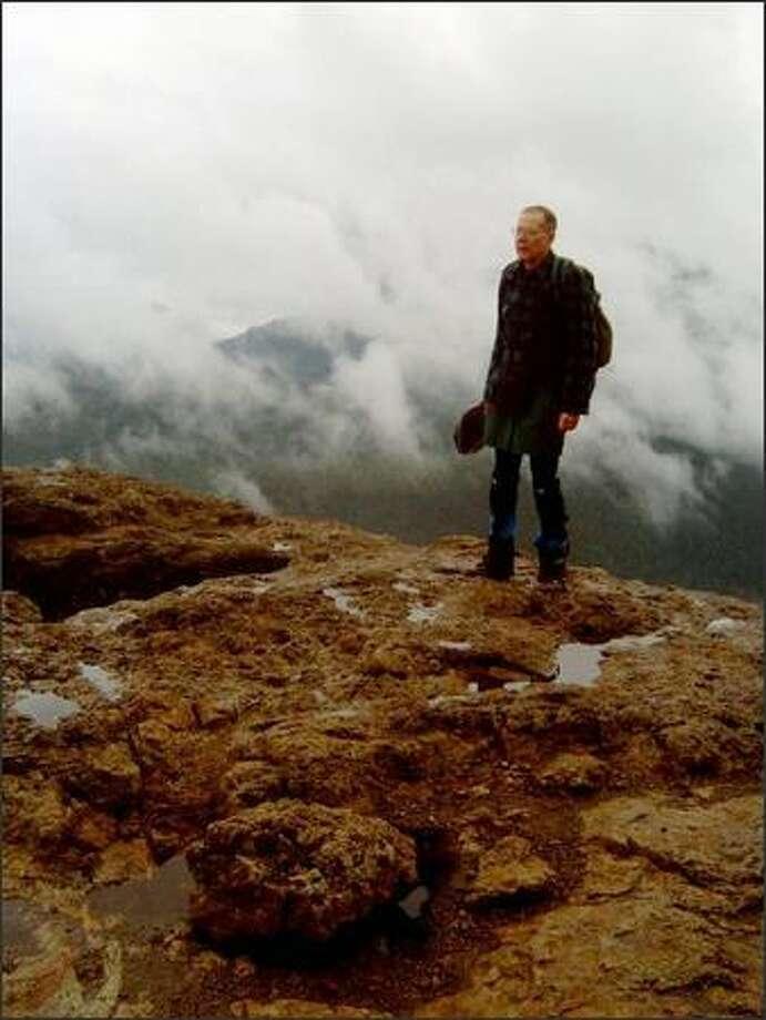 Seattle resident John Walenta hikes through the mist on Rattlesnake Ledge. Photo: Karen Sykes/Special To The P-I