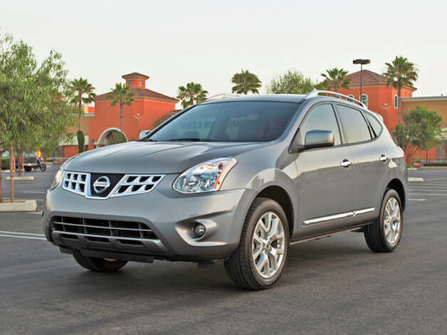 2011 Nissan Rogue SV AWD (photo couresty Nissan) Photo: Mike Ditz / ©2008