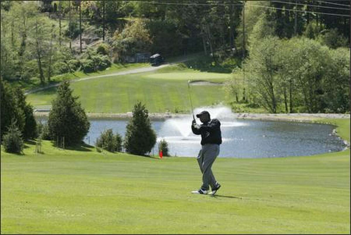 Dr. Edward Hills, a visitor from Nashville, Tenn., knocks his shot onto the green from the 9th fairway at Jackson.