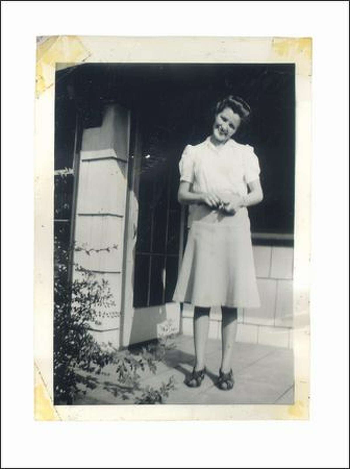 """In 1942, 23-year-old Nadine McKee (now Henry) was the youngest woman """"drafted"""" by the Yellow Cab Co."""