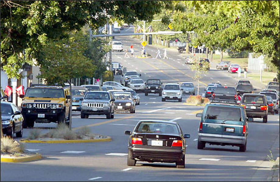 Central Way Northeast is already congested. A plan to widen sidewalks and add benches for pedestrians has neighbors worried about traffic on side streets. But studies suggest that narrowing the street could boost business. Photo: Mike Urban/Seattle Post-Intelligencer