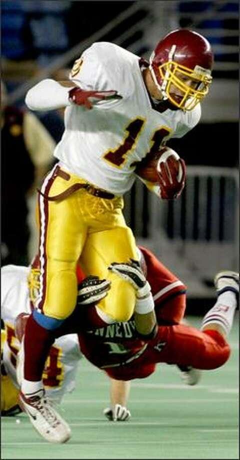 O'Dea's Anthony Felder plays both ways, but colleges want him as a linebacker. Photo: Scott Eklund/Seattle Post-Intelligencer