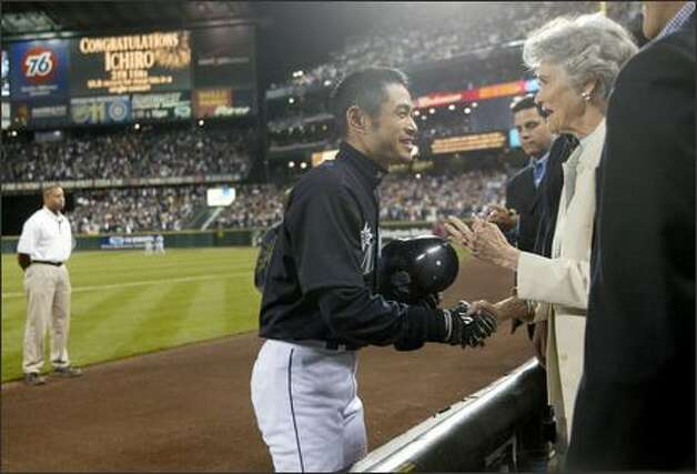 Ichiro Suzuki shakes the hand of George Sisler's 81-year-old daughter, Frances Sisler Drochelman, after breaking Sisler's record.  See more photos from this historic game. Photo: Joshua Trujillo/Seattle Post-Intelligencer