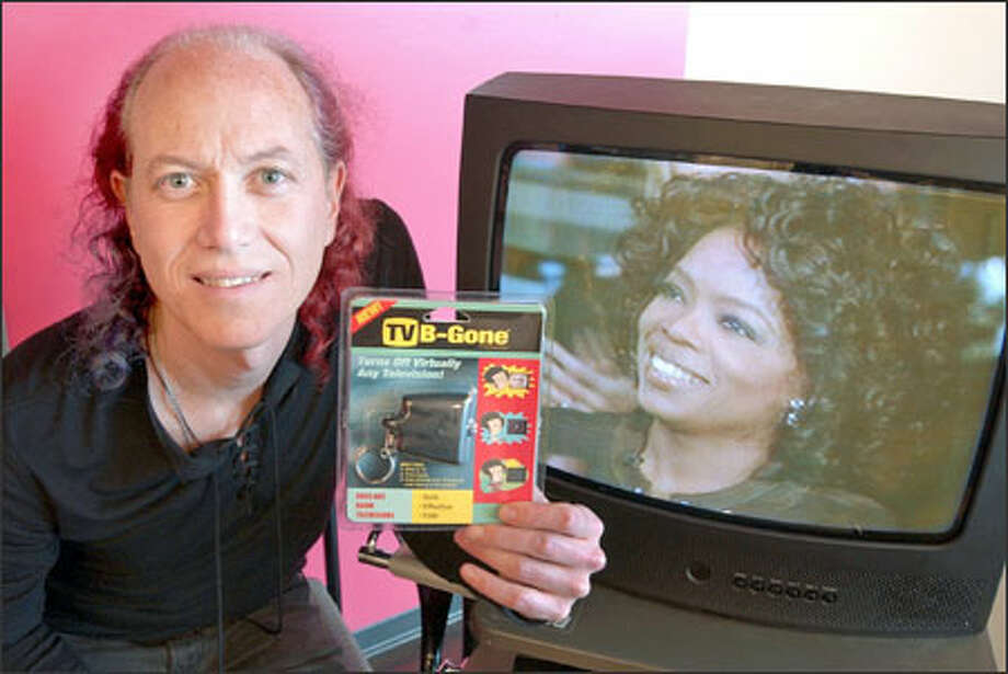 "Inventor Mitch Altman shows off his new ""TV-B-Gone,"" just the thing to turn off that pesky TV showing ""Oprah"" next to him. Photo: / Associated Press / AP"