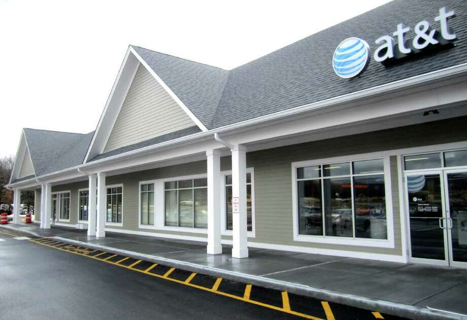 SPECTRUM/The new store for AT & T has opened in the Litchfield Crossings shopping plaza on Route 7 South in New Milford. March 14, 2011 Photo: Norm Cummings / The News-Times