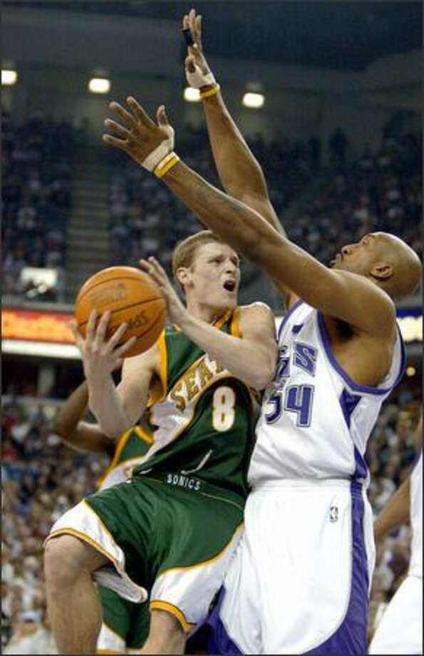 Kings forward Brian Skinner abruptly stops Sonics guard Luke Ridnour's drive to the hoop during Game 3 last night in Sacramento. Also see a full gallery of game photos. Photo: GILBERT W. ARIAS/P-I