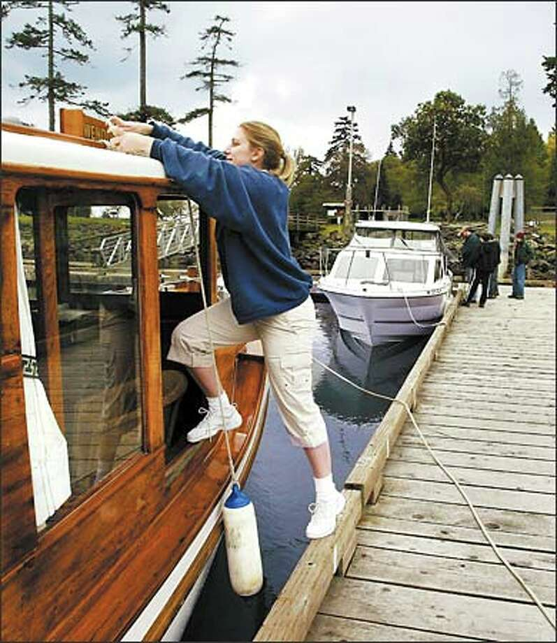 Corrine Lucas of Snoqualmie ties up her father's boat, Gwendoline, at the public dock on Blake Island. Photo: Meryl Schenker/Seattle Post-Intelligencer