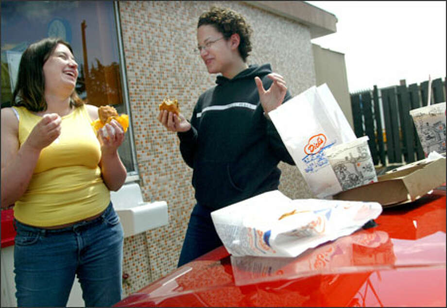 Lindsay Fulmer, left, of Silverdale and Heather Gholston, a dietetics student at Seattle Pacific University, munch at Dick's Drive-In yesterday in Wallingford. Photo: Joshua Trujillo/Seattle Post-Intelligencer / Seattle Post-Intelligencer
