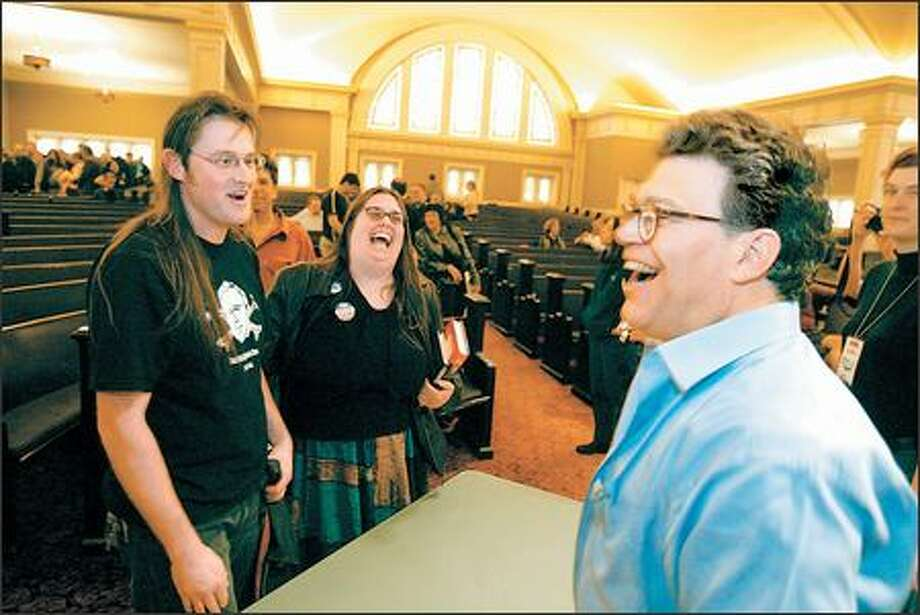 Fans of Air America talk show host Al Franken, right, take him to task yesterday for making fun of the mullet hairstyle on an earlier broadcast. Photo: SCOTT EKLUND/P-I