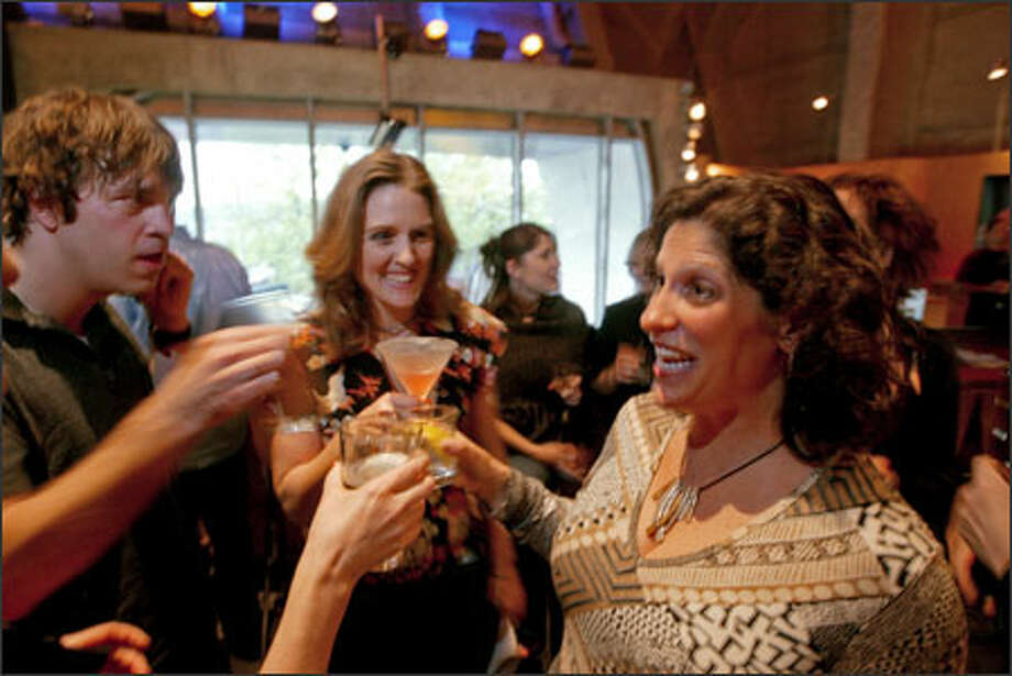"""Cynthia Dodd, center, and Julie Zunker came up with """"Date for Clean Air,"""" a fund-raiser to promote smoke-free venues. They talk here with Peter Fosso. Photo: Scott Eklund/Seattle Post-Intelligencer / Seattle Post-Intelligencer"""