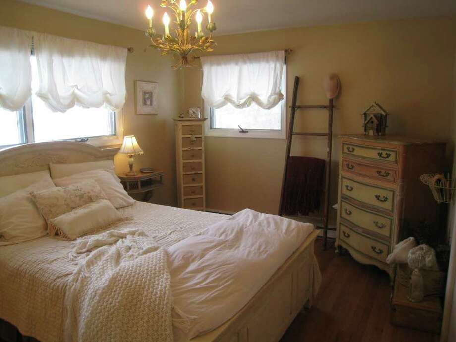 Address: 828 Cortland St., Albany | Realtor: Jennifer Gras, RealtyUSA | Discussion: Talk about this house on Places & Spaces