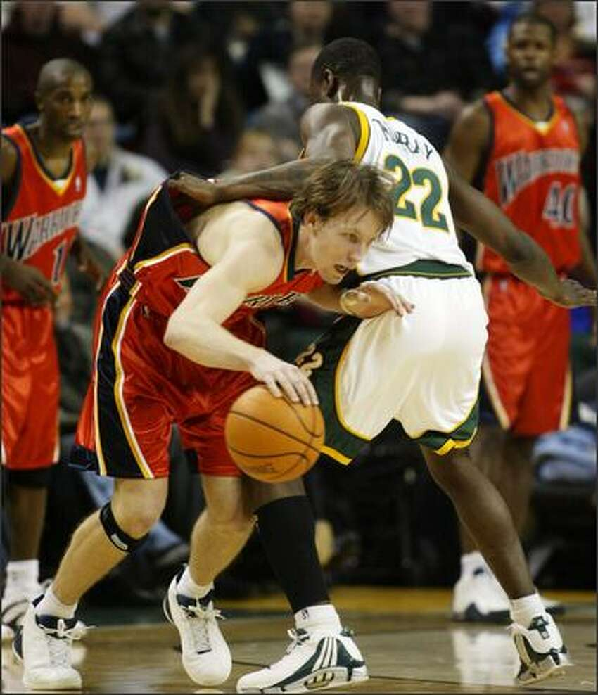 Golden State's Mike Dunleavy looks for an opening as he tries to drive past Flip Murray in the first half.