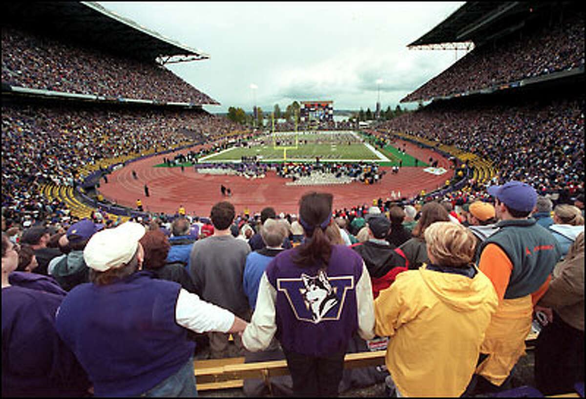 The 70,411 fans in Husky Stadium join in a moment of silence for Curtis Williams, as Husky and Wildcat players gather on the field.