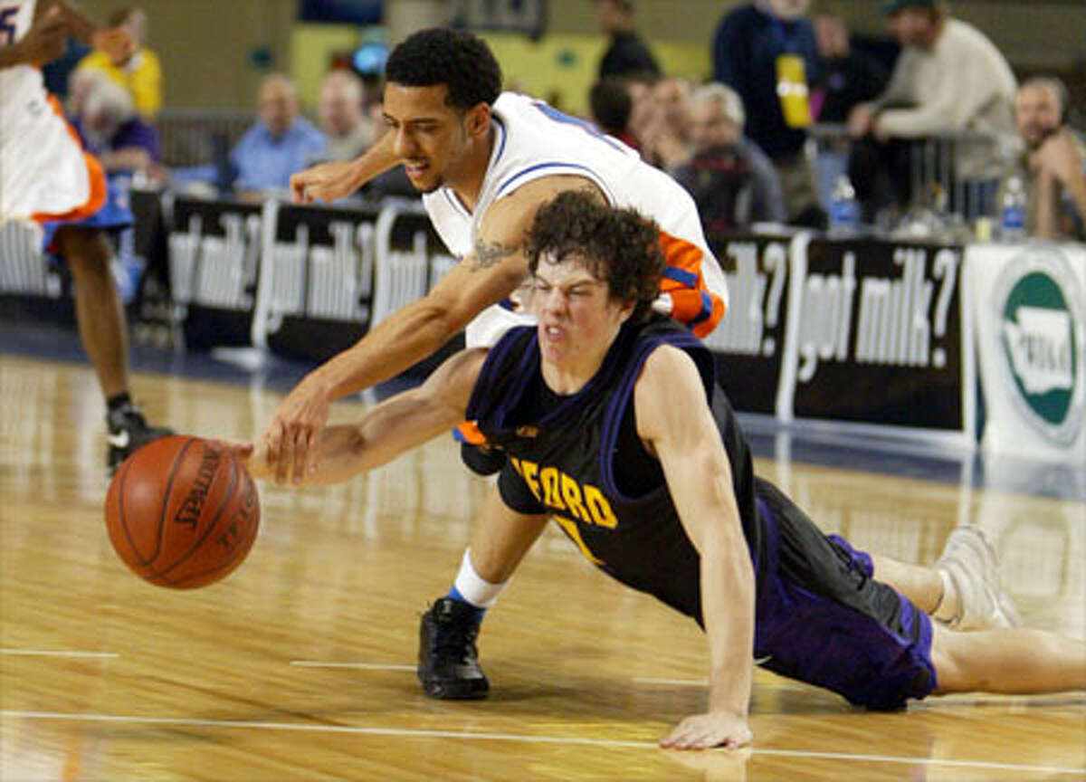Rainier Beach's Keenan Hart battles Hanford's Tyler Cathey for the ball during the Vikings' 56-41 victory.