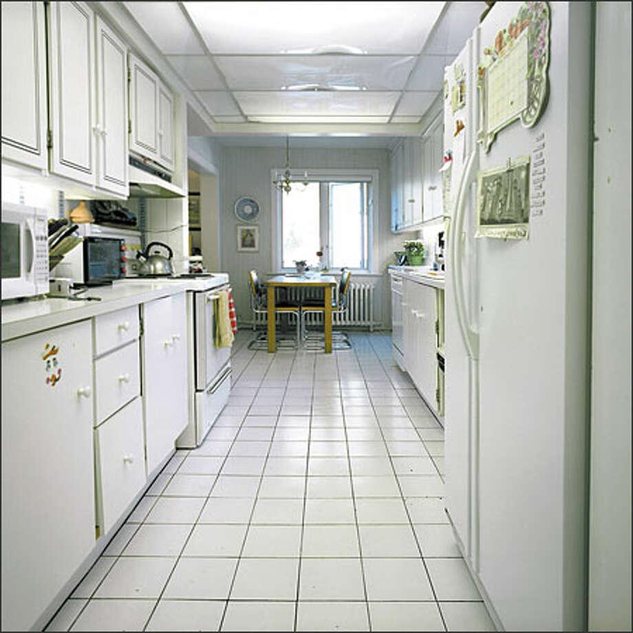 divine design kitchen ditches dated for dazzling. Black Bedroom Furniture Sets. Home Design Ideas