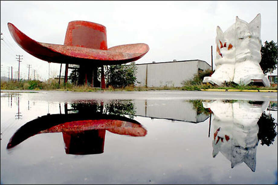 The Hat 'n' Boots opened at East Marginal Way South and Corson Avenue South in 1955. The hat hovered over gas pumps and an office. Each boot held a bathroom -- one his, the other hers. Photo: Dan DeLong, Seattle Post-Intelligencer