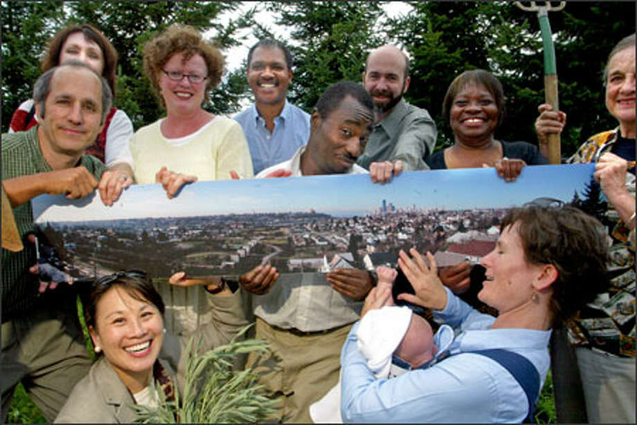 The Friends of Mount Baker Ridge Viewpoint Park have a vision -- captured in panoramic detail -- of what they want their project to look like. They're banking on money from the city's Neighborhood Matching Fund to help make it a reality. Photo: Karen Ducey/Seattle Post-Intelligencer / Seattle Post-Intelligencer