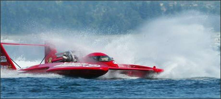 Toyota of Kirkland, driven by Jimmy King, finished second with an average speed of 136.563 mph in the first heat Saturday. Photo: Niki Desautels, Seattle Post-Intelligencer