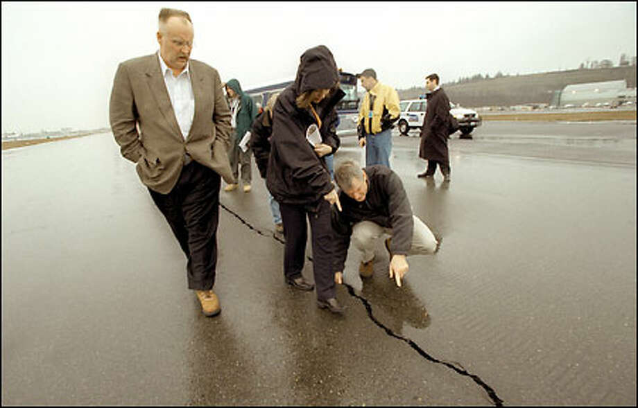 Former U.S. Rep. Brian Baird in happier days.  FEMA Director Joe Allbaugh, left, Sen. Maria Cantwell and Baird check out a large crack in the runway at the King County Airport Baird is reentering politics as co-chair of a group called Washington Independents.. Photo: Gilbert W. Arias, Seattle Post-Intelligencer