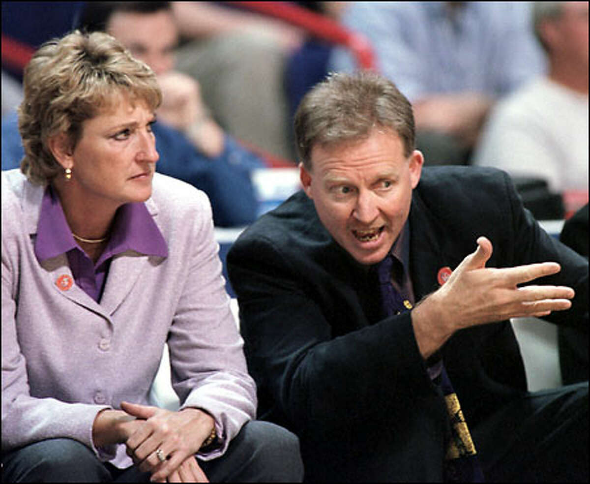 Washington assistant coach Mike Daugherty discusses last-minute game action with his wife, head coach June Daugherty.