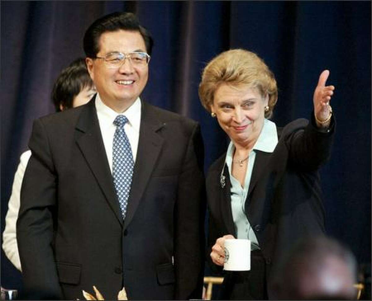 Washington State Governor Christine Gregoire points out Starbucks Chairman Howard Schultz to Chinese President Hu Jintao at the Friendship Luncheon held at Future of Flight in Mukilteo on Wednesday April 19, 2006.