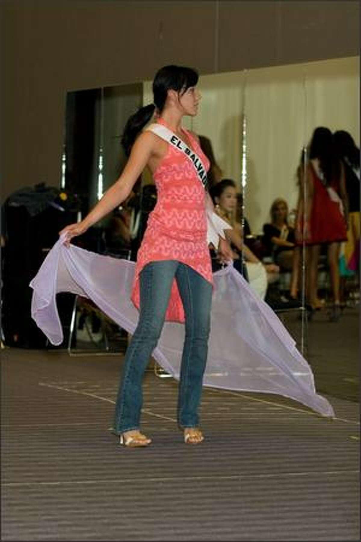 Lissette Rodriguez, Miss El Salvador 2007, rehearses.