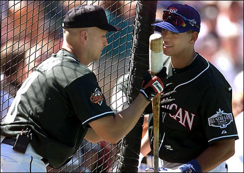 Cal Ripken Jr. and Alex Rodriguez chat during batting practice.