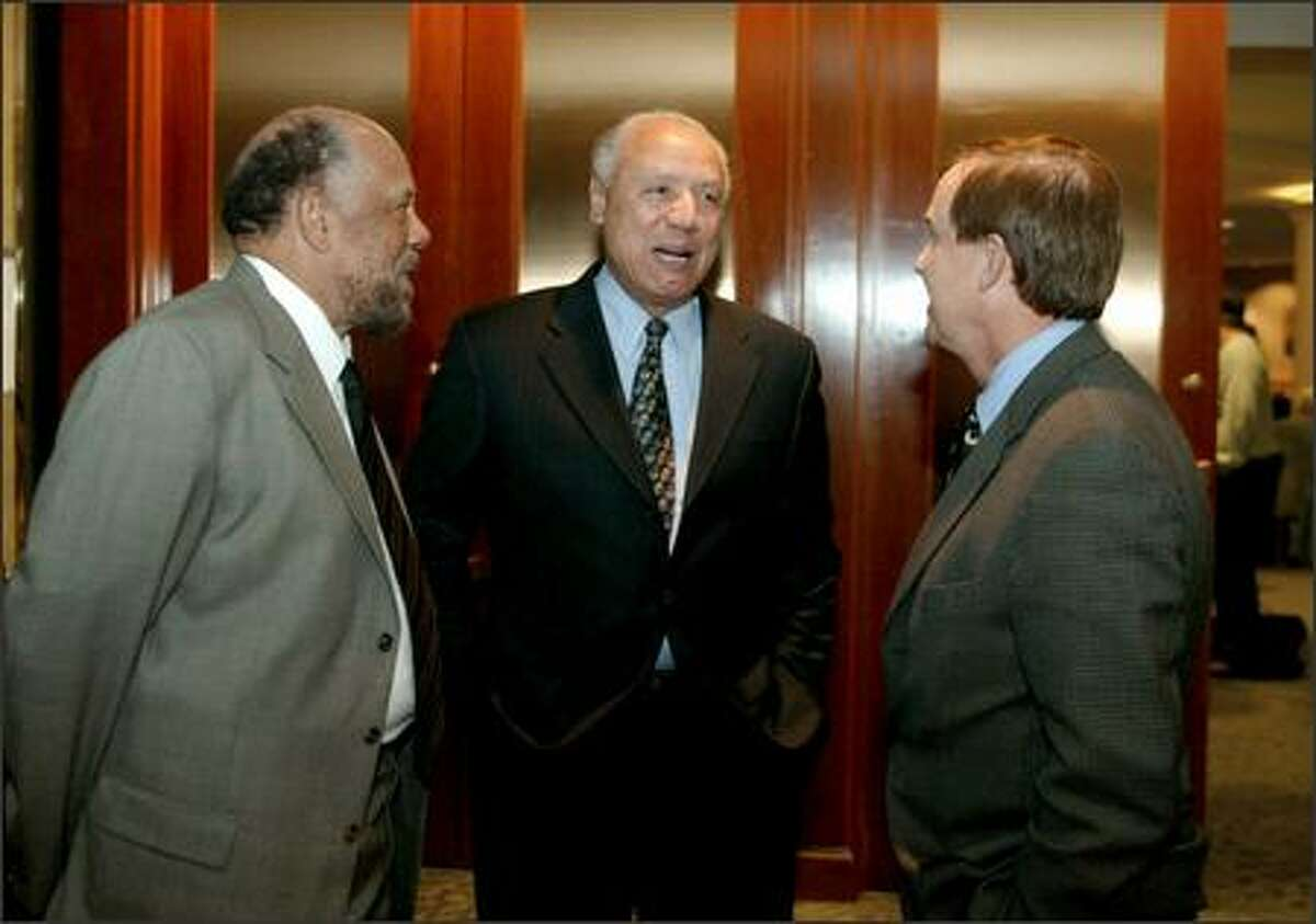 Former Sonics head coach Lenny Wilkens, center, talks with Seattle businessman Percell Johnson, left, and King County Councilman Peter Von Reichbauer at the 71st Seattle P-I Sports Star of the Year Awards banquet at the Seattle Westin on Tuesday.