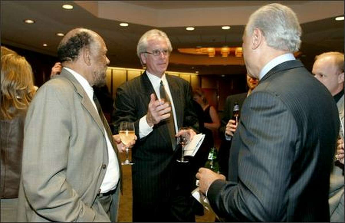 Percell Johnson, left, and Sonics head coach Bob Hill, center, talk with former Sonics coach Lenny Wilkens.