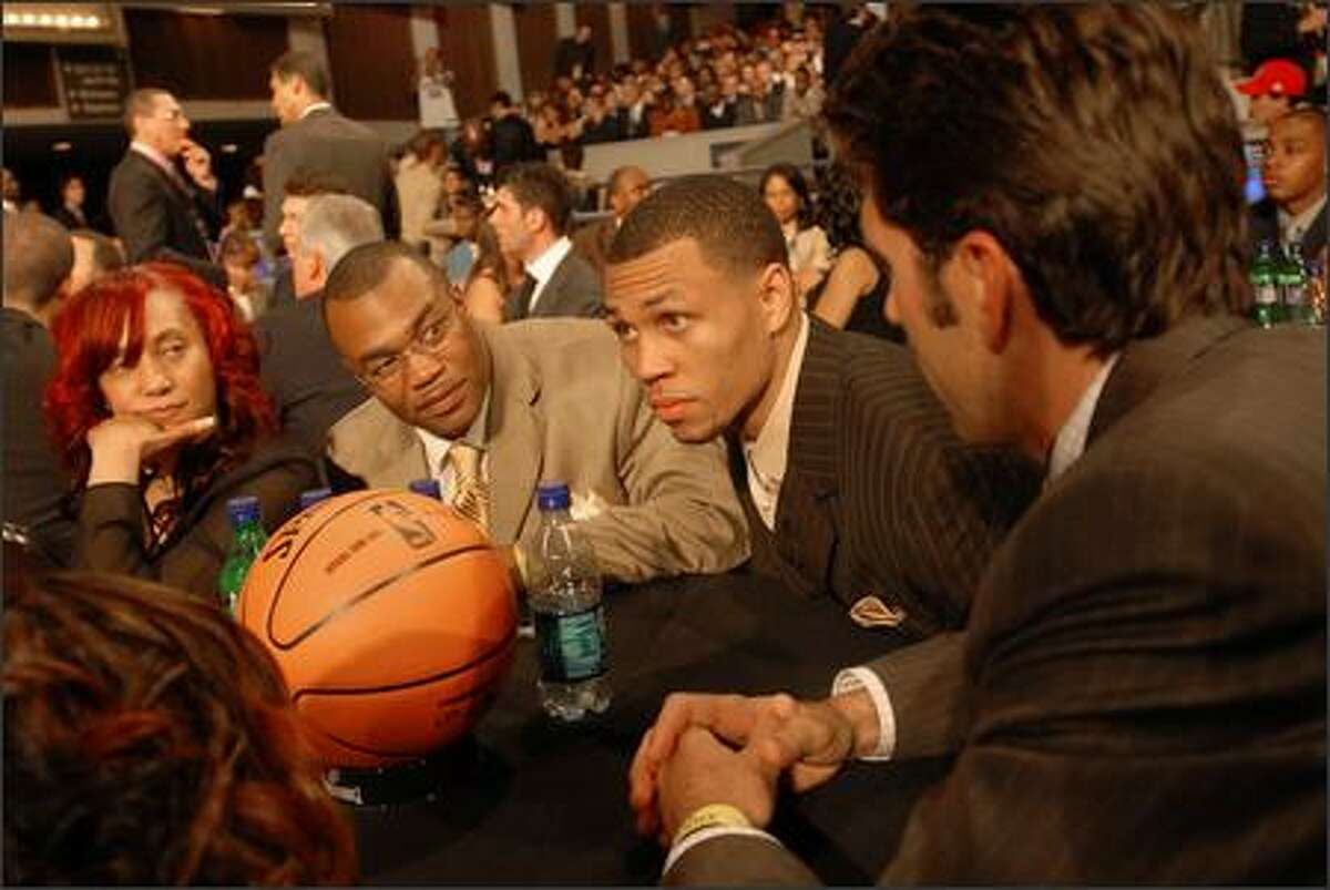 Brandon Roy, second from right, sits with his family at The Theater at Madison Square Garden in New York City before the 59th NBA Drafton Wednesday. Also with Roy are, from left, his mother Gina, father Tony and agent Bob Myers.
