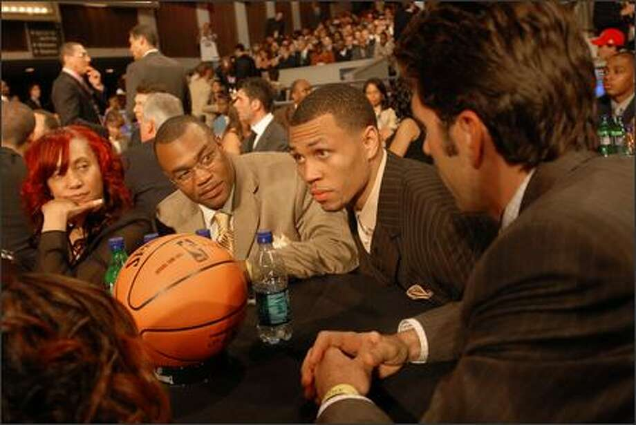 Brandon Roy, second from right, sits with his family at The Theater at Madison Square Garden in New York City before the 59th NBA Drafton Wednesday. Also with Roy are, from left, his mother Gina, father Tony and agent Bob Myers. Photo: Angela Jimenez, Special To The P-I