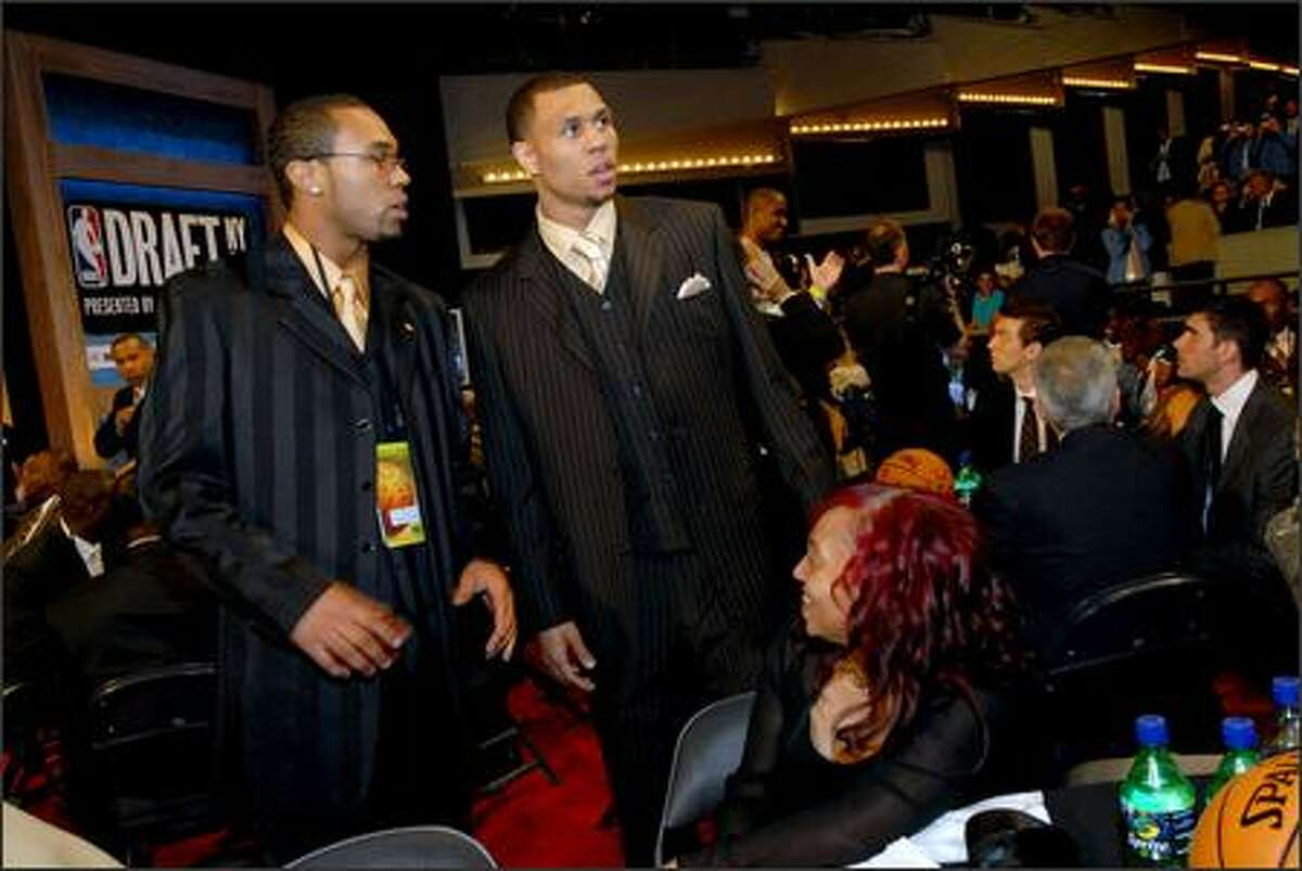 Brandon Roy greets his family, including brother Edward (left) and mother Gina (seated) prior to the draft.