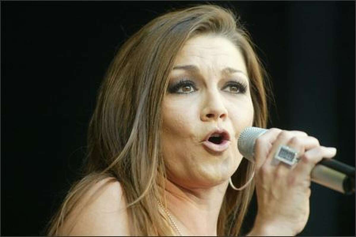 Gretchen Wilson sings at Qwest Field.