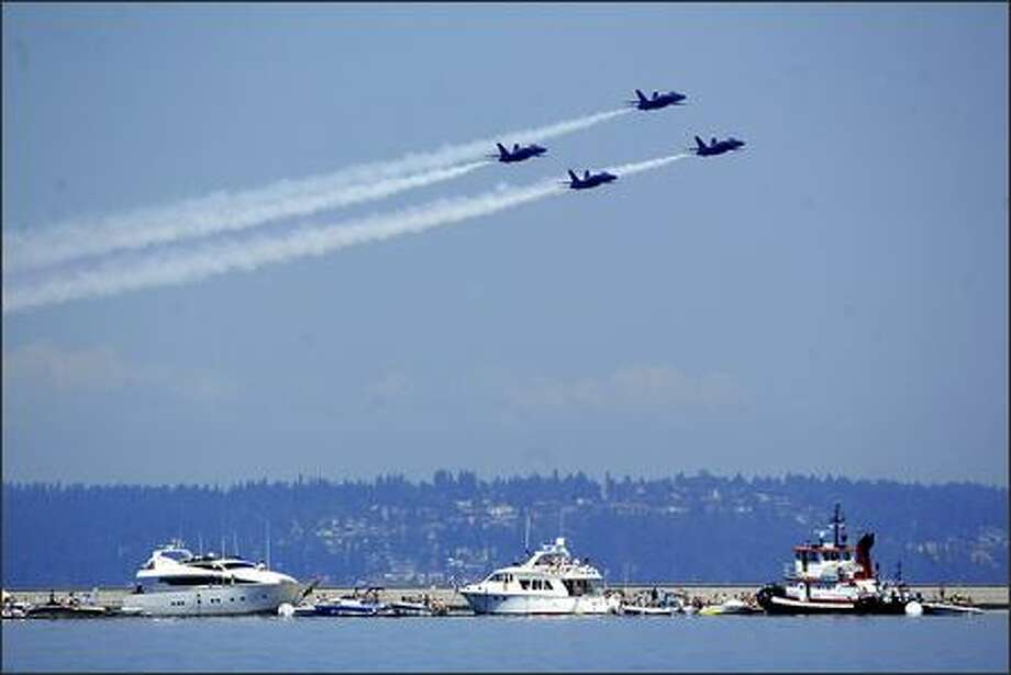 The Blue Angels make a practice run on Friday over Lake Washington in preparation for Seafair this weekend. Photo: Scott Eklund, Seattle Post-Intelligencer