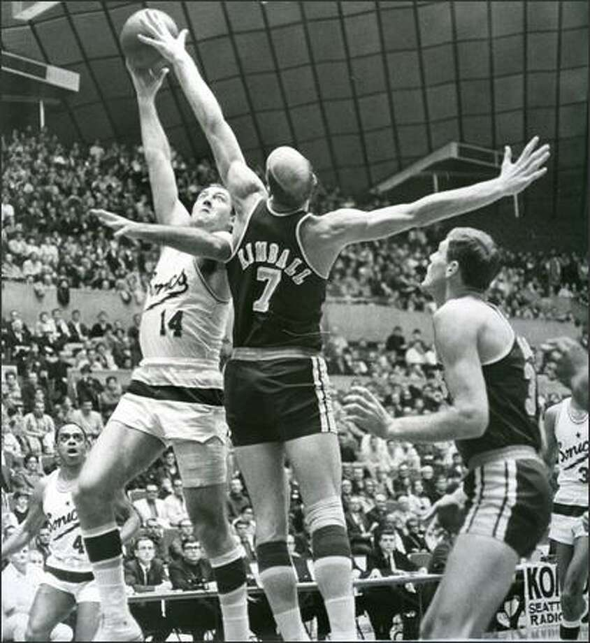 1967: Seattle SuperSonics player Tom Meschery shoots against San Diego. Photo: Seattle Post-Intelligencer