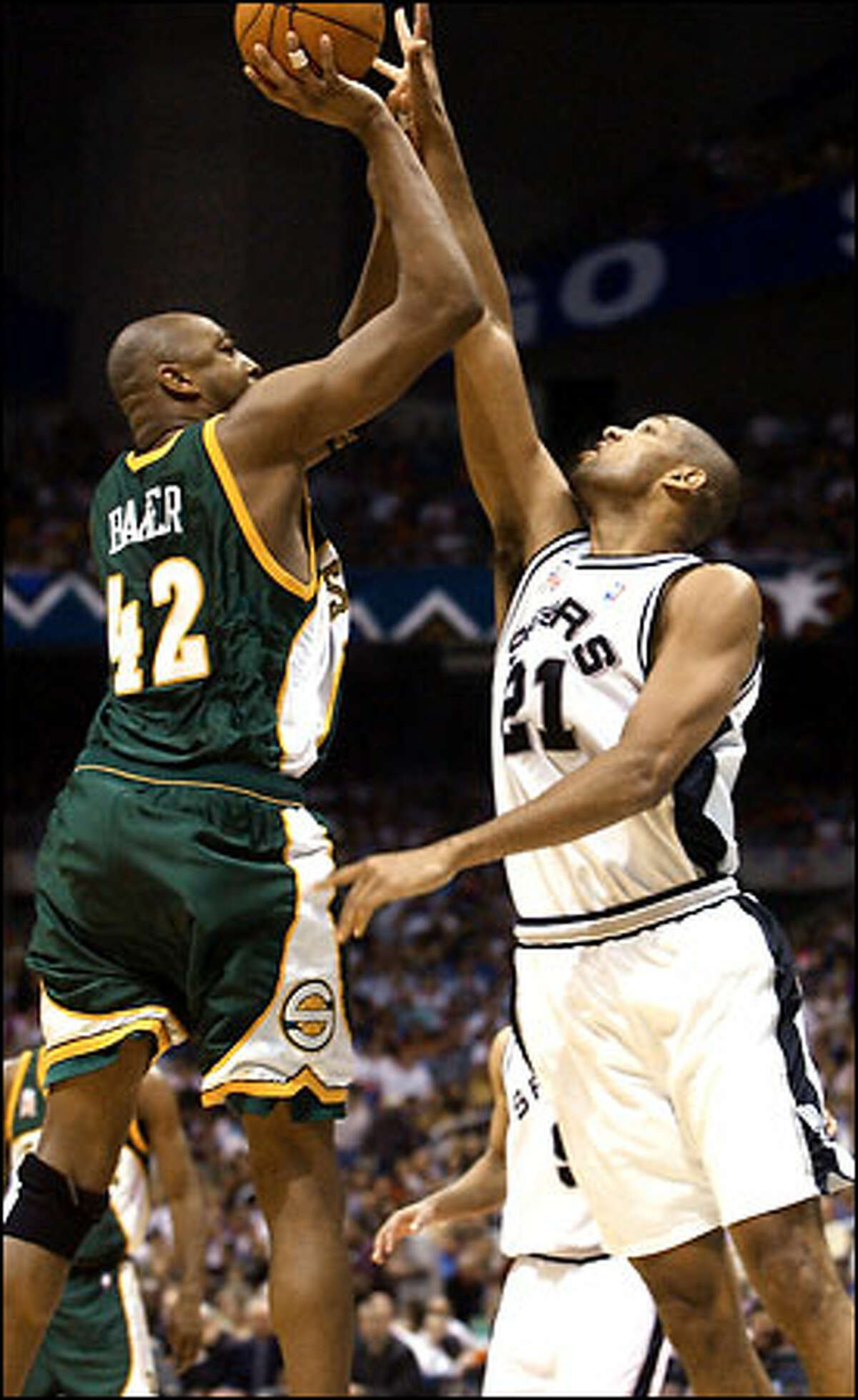Tim Duncan gets set to block the shot of Seattle's Vin Baker during the first quarter.