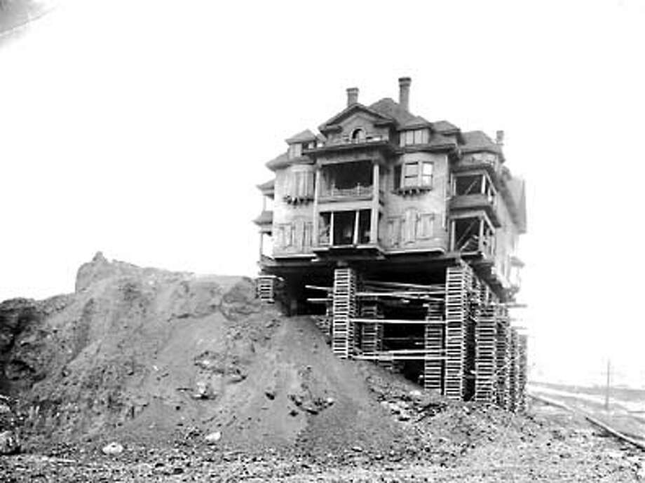 Houses in the Denny Regrade project's path were moved or destroyed. Photo: Seattle Post-Intelligencer