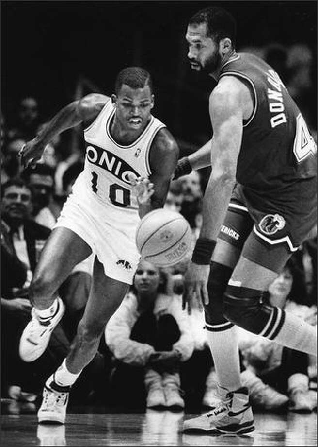 Nate McMillan in action in 1990. (P-I photo by Mike Bainter)
