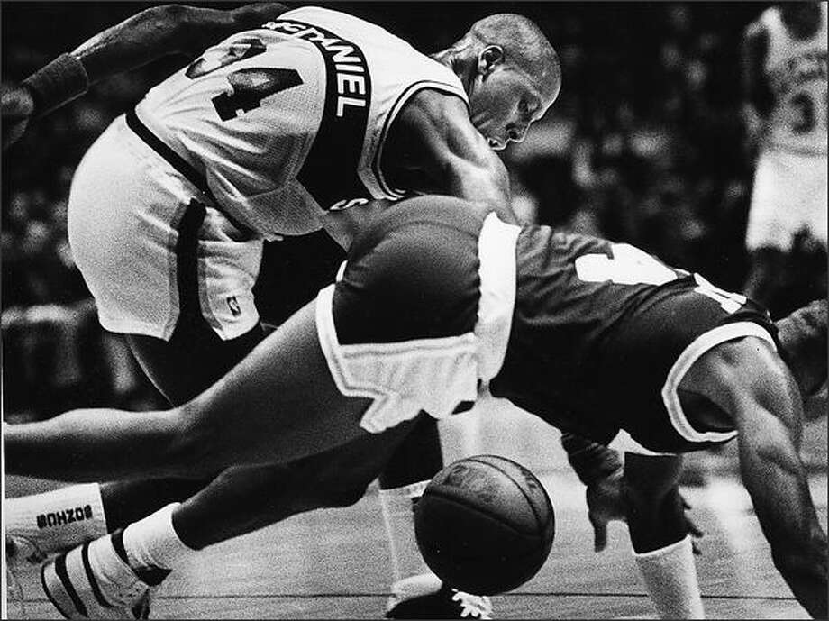 Xavier McDaniel of the Sonics exchanges body blows with the Lakers' Byron Scott while hustling after a loose ball during a Sonic victory in 1998 at the Seattle Center Coliseum. (P-I photo by Grant M. Haller)