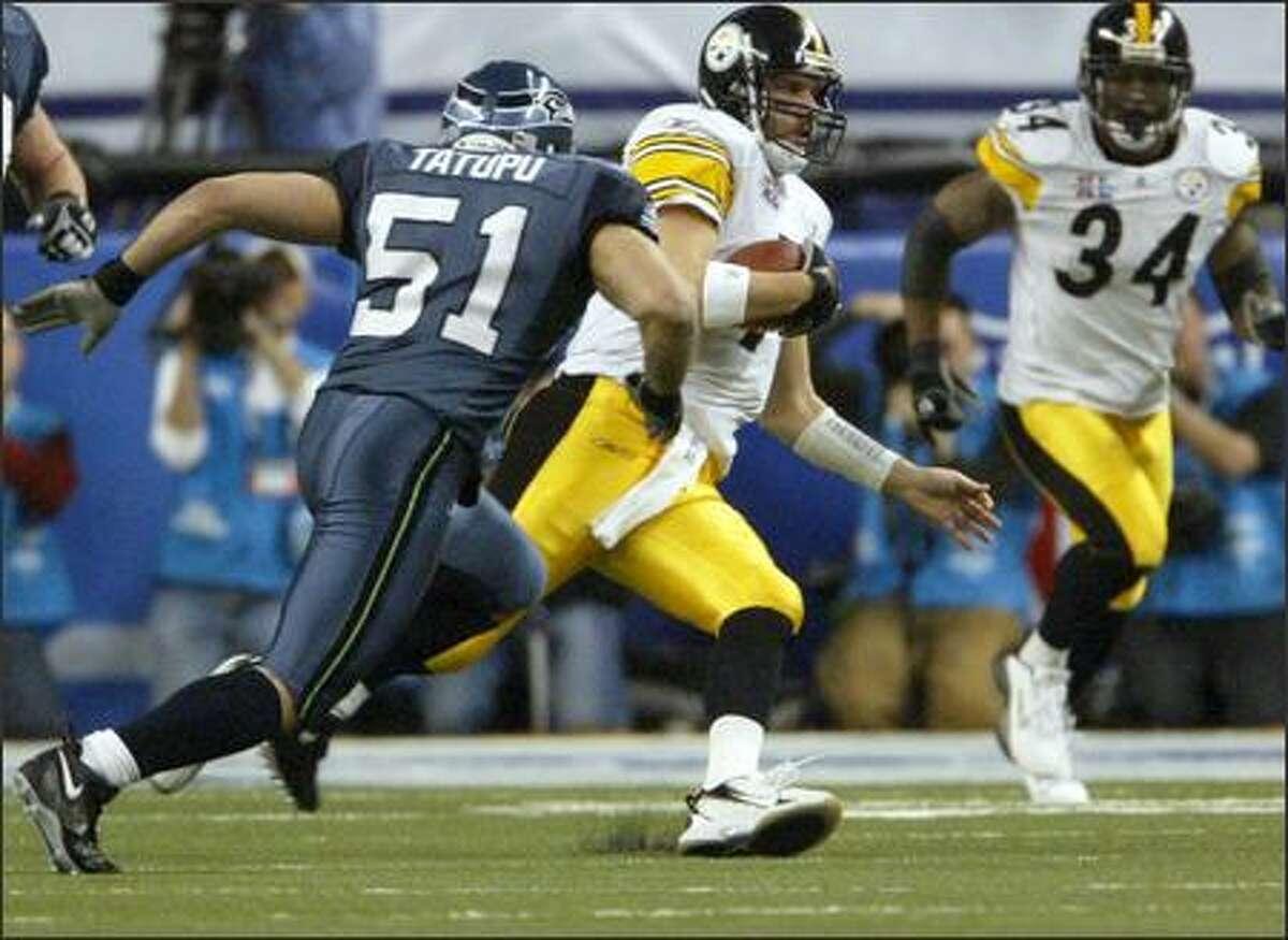 Seattle's Lofa Tatupu closes in for a sack of Pittsburgh quarterback Ben Roethlisberger in the first quarter.