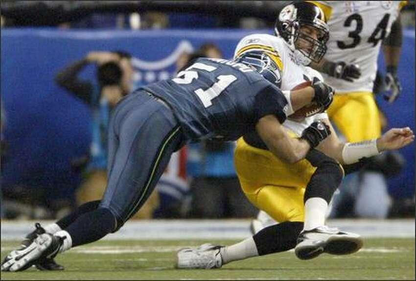 Lofa Tatupu sacks Steelers quarterback Ben Roethlisberger.