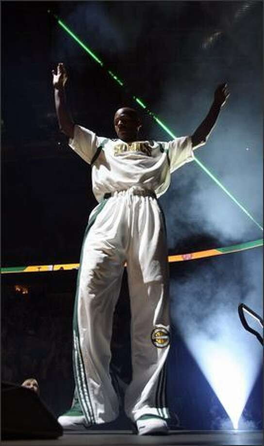 Seattle's Ray Allen is introduced to the crowd prior to the home opener of the 2006-07 season. Photo: Mike Urban, Seattle Post-Intelligencer